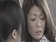 教室で女生徒に体を舐めまわされて弄ばれるもレズの快楽に悶えてしまう女教師