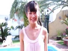 着エロ Jr.アイドル美少女友人がプール掃除頼まれて大変そうだから手伝い...