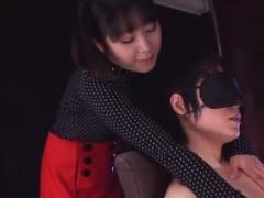 M男を目隠しフェラチオ攻めで大量射精させる痴女お姉さん動画