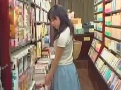 書店立ち読み中のお姉さんとレイプ痴漢動画