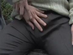 亭主おらんくてさみしいのぉ 欲求不満な奥さんを青姦に誘うゲス男と車の中で激しいセックス ヘンリー塚本