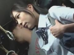 バス帰宅中の爆乳JKがイくまで手マン痴漢動画