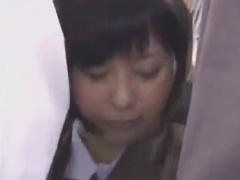 満員電車で激カワのショートカットJKをレイプ痴漢動画