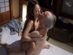 お義父さん…膣内はダメああぁ… 介護してる老人の義父に秘密がバレ、拒めず...