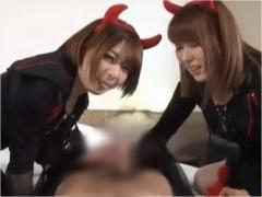小悪魔ダブル痴女が淫語ボイスを交えながら焦らして手コキ&フェラをする!