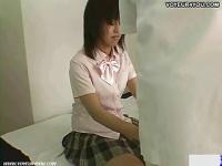 下半身がぽっちゃりした女子校生が整体を受ける様子を盗撮