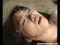 手を拘束した巨乳の灘坂舞に精子をぶっかける動画