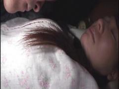 観覧注意 うはっwww爆睡する幼い妹のパジャマを脱がして未熟まんこを撮影しちゃった兄貴の動画が流出w
