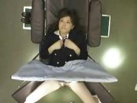 制服を着た可愛い女優に医者が悪戯をする動画