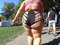 これはもうほとんど露出狂! 卑猥な姿で巨尻をぷりぷりさせながら闊歩する豊満女 デブ専動画 素人
