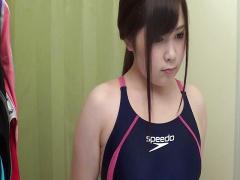 無修正! 試着室でムチムチ競泳水着を試着する激カワ素人娘を隠撮