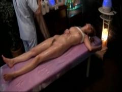 オイルマッサージから自然な流れでセックスに移行するw