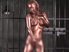Maika! ダンサーが全身銅粉でリズミカルにうねるエロ肉体!