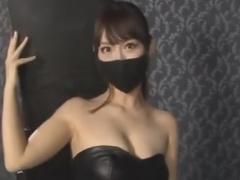 全身拘束したM男を焦らし手コキ責めするボンデージ痴女お姉さん動画