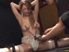 アイアンクリムゾン 超美形ギャルが開脚拘束乳首責めで虐められる!