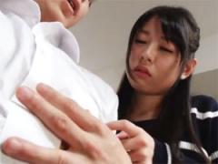 乳首弱いんですか? 彼女の親友にひたすら乳首責めされる彼氏