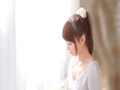 顔が可愛い、清楚系で透明感がある19歳の現役女子大生がAVデビュー! 小悪...