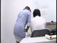 塾講師の彼女と講義中にイチャイチャしてトイレでフェラさせたったw