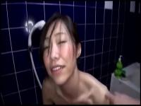 恥ずかしがるドMのセフレ人妻におしっこさせてる素人の個人撮影映像