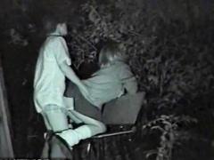 女子校生 盗撮 野外 夜の公園で青姦しているJKを盗撮