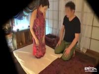 オイルマッサージで性感帯を刺激されたデカ尻ギャルの悶絶腰使い!
