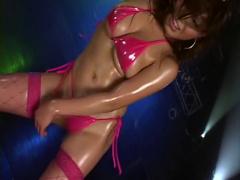 ギャル系巨乳痴女ダンサーのマイクロビキニオイリーダンス!
