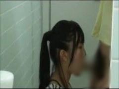 休日に公衆トイレで貧困調査されるポニーテールの女子校生! ! ! フェラ口...