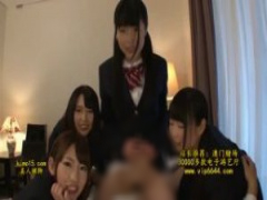 痴女JK 4人の痴女な円光jkたちがパパのチンポをいじりまくる…手コキしたり...