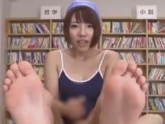 スク水痴女JKのローション手コキで強制射精させられるM男動画