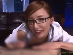 メガネの熟痴女お姉様が濃厚フェラ手コキで射精に導く!