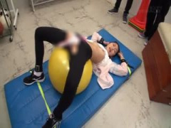 美人女教師が教え子に机拘束で輪姦中出しされ縄とびで緊縛され固定電マの...