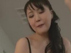 痴熟女の騎乗位とチングリ返し手コキで強制射精させられるM男動画