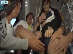 痴漢集団が待ち構えるバス。OLが車内で性欲のはけ口にされる