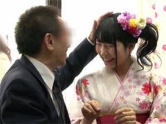 パパ凄いよ 入学式直後の着物女子大生の娘とお父さんが素股ミッションに挑戦!