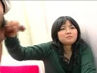 CFNM 20歳のおっとり女子がセンズリ鑑賞して手コキしながら おちんちんお...