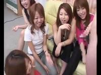 センズリ鑑賞パーティーでおちんぽを眺めて盛り上がる女たち CFNM
