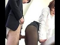 女子トイレでOLたちのスト足や尻おかずにセンズリ! 見つか...