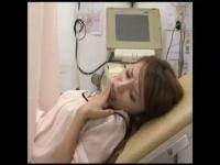 産婦人科できれいな若妻に指をズブッと入れる医者 注射入れますね! ゆっく...