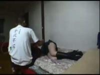泥酔女を家に連れ込み中出し! 脱がしても起きない子と勝手にハメ撮りする男