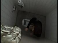 トイレでオナニーしているかわいい子を盗撮! バレたあともオナニーを続け...