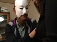 ヘンリー塚本 仮面をかぶった男の絶倫ちんこの性処理をする未亡人