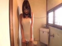 かわいい奴隷をトイレに散歩。