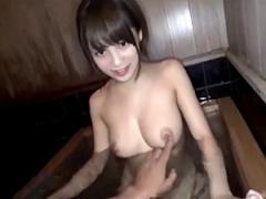 セックスが大好きな変態女子校生と旅館の温泉でヤリまくり