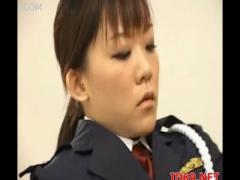 下半身露出した痴女婦人警官が受刑者に逆レイプしてるの…