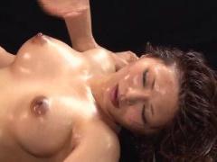 全裸オイルファイト 爆乳女優による最強女優決定戦! ! AVで培ったテクを相...