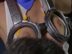 特撮 マスクを剥がされ顔バレしてしまう正義のヒロイン!