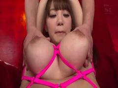 巨乳美女を大開脚で電マ攻め! ! !