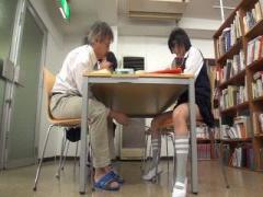 図書館で勉強しているメガネのJKを痴漢レイプ動画