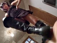ブーツで急所踏み潰し子悪魔のように笑う女!