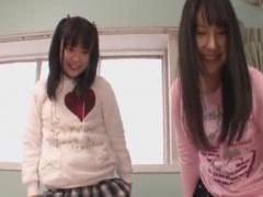 童顔痴女2人組の手コキ騎乗位攻めでいじめられるM男の動画
